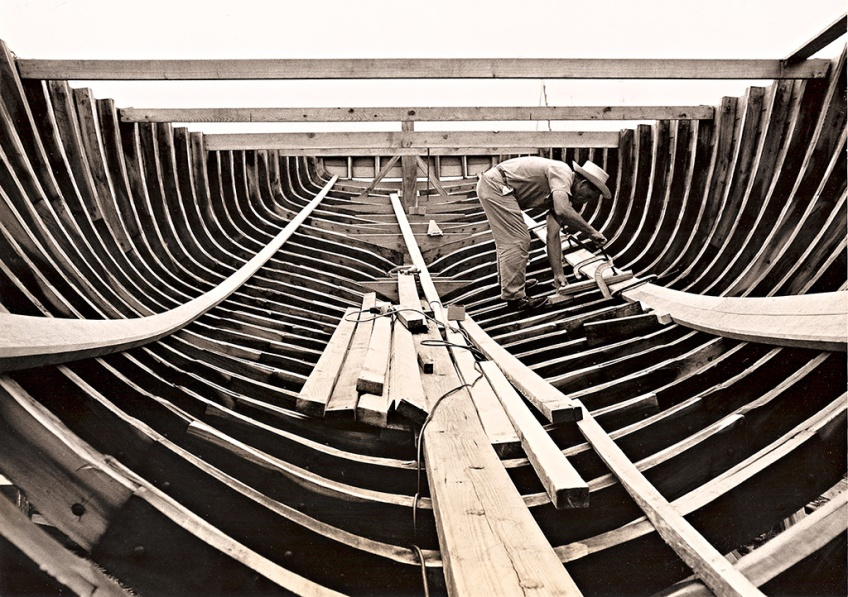 basil-sands-working-on-a-boatwh-albury-yard-1960