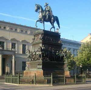 Berlin, Unter den Linden, Reiterstandbild Friedrich II