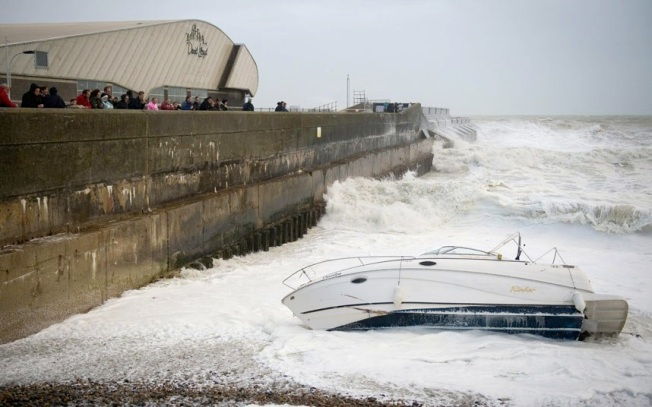 storm-boat-weather_2715542k