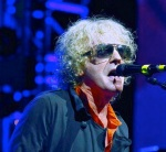 ian_hunter_of_mott_the_hoople_performing_at_the_hammersmith_apollo_as_part_of_the_band's_40th_anniversary_reunion_tour_5363650