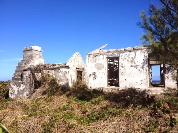 Little Harbour Lighthouse Ruins, Abacos - MV Shingebiss