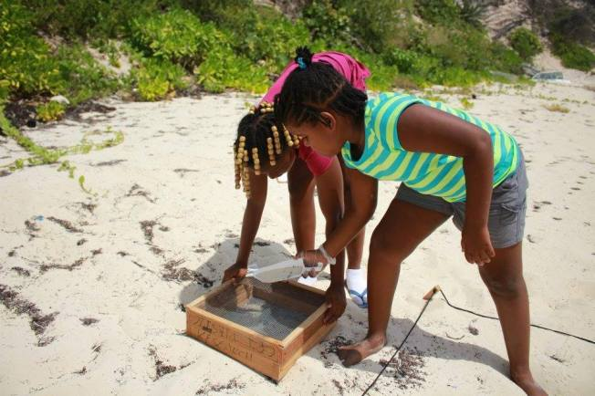 Childen collecting beach debris, Abaco (FotE)