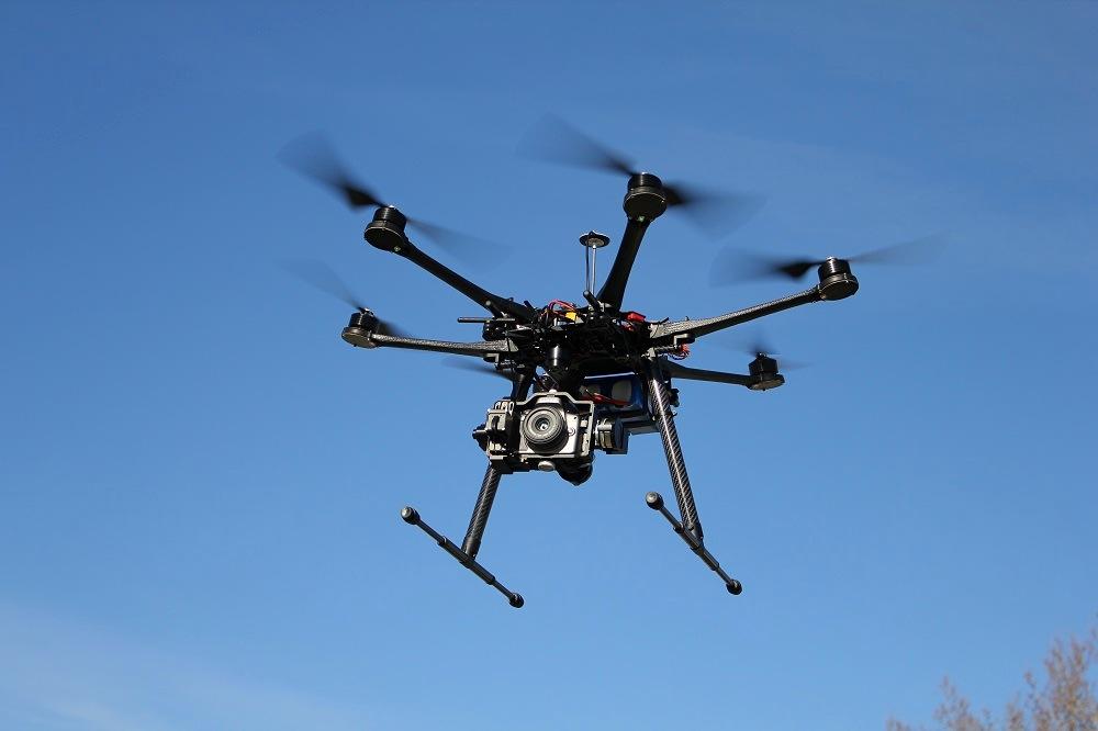 Hexacopter_Multicopter_DJI-S800_on-air_credit_Alexander_Glinz