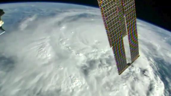Hurricane Matthew (Satellite View - NASA / ISS)